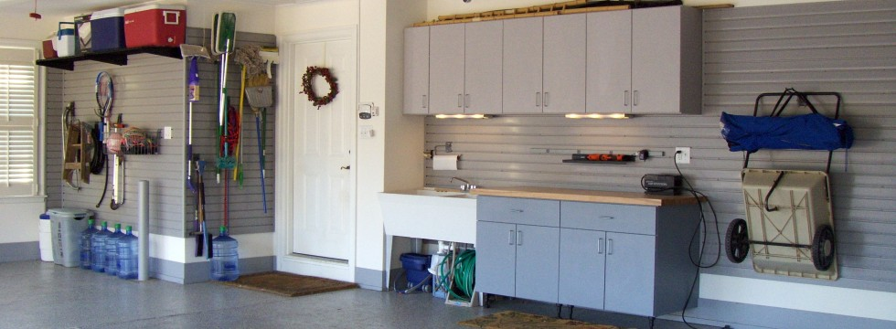 Creve Coeur Garage with utility sink