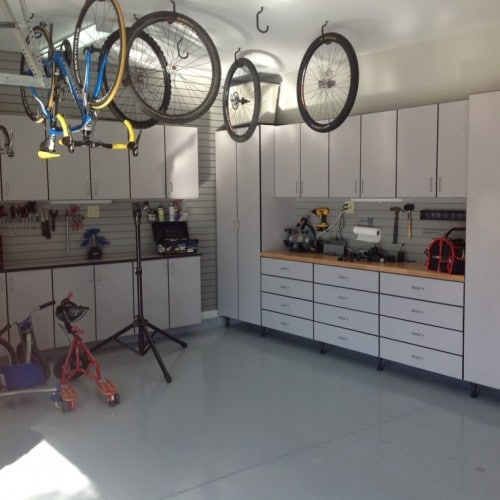 Garage Bike Shop Workbench offers lots of space.